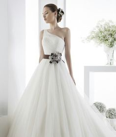 Usually dont like straps but I love this dress!
