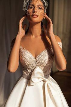 Νυφικο σε αλφα γραμμη απο σατεν mikado Formal Dresses For Weddings, Sexy Wedding Dresses, Wedding Dress Sleeves, Elegant Wedding Dress, Elegant Dresses, Bridal Dresses, Ivory Wedding, Prom Dresses, Burgundy Formal Dress