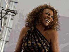 """A cantora apresenta o álbum """"Negra Melodia"""" na quinta, dia 21 de novembro, às 19h30. A entrada é Catraca Livre."""