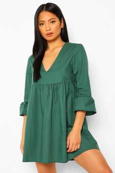 Petite V Neck Smock Dress Petite Outfits, Petite Dresses, Vert Olive, Boohoo Petite, Smock Dress, Fashion Face Mask, Latest Dress, Clothes For Sale, Green Dress
