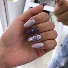 Adding some glitter nail art designs to your repertoire can glam up your style within a few hours. Check our fav Glitter Nail Art Designs and get inspired! Classy Nails, Stylish Nails, Trendy Nails, Cute Nails, Simple Nails, Classy Nail Designs, Winter Nail Designs, Nail Art Designs, Nails Design