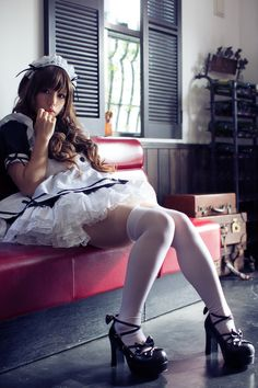 Maid cosplay is hawt!