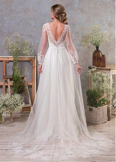 Charming Tulle Jewel Neckline A-line Wedding Dress With Lace Appliques & Detachable Skirt