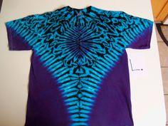 Bleach Tie Dye, Tye Dye, How To Tie Dye, How To Dye Fabric, Dye Shirt, Tie Dye T Shirts, Tie Dye Folding Techniques, Tie Dye Shoes, Tie Dye Party