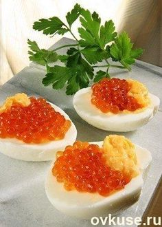 Easy and quick appetizers with caviar.Beautiful and Delicious. Healthy Deviled Eggs, Deviled Eggs Recipe, Caviar Recipes, Brunch, Quick Appetizers, Russian Recipes, Healthy Recipes For Weight Loss, Clean Eating Snacks, Eating Healthy
