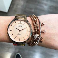 Prachtig design, en ook nog eens heel duurzaam (mesh bandje) 😉. Voor slechts 59 euro geef je dit gave klokje al aan jouw vriendin 🎁 Ontdek het op www.aperfectgift.nl . . .  #sieraden #jewelry #armcandy #girls #girly #inspo #armbanden #armband #armbandjes #ring #oorbellen #oorbel #oorring #fashionista #fashion #mode #modieus #design #musthave #loisir #womensfashion #cute #sieradenwinkel #boho #trendy #armcandy #armparty #musthave #musthaves Michael Kors Watch, Watches, Accessories, Fashion, Clock, Hobbies, Moda, Wristwatches, Fashion Styles