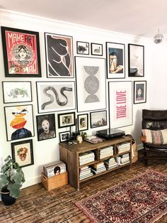 gallerywall gallerywall, postermuur, vintage, eclectic, home living room Decor Room, Living Room Decor, Diy Home Decor, Bedroom Decor, Living Room Vintage, Living Room Gallery Wall, Bedroom Ideas, Decor Crafts, Hipster Home Decor