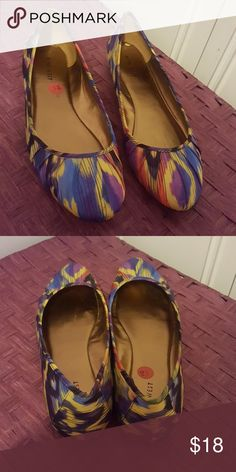 Nine west flat shoe Great looking pair of multicolored nine West flats in good used condition. Nine west Shoes Flats & Loafers