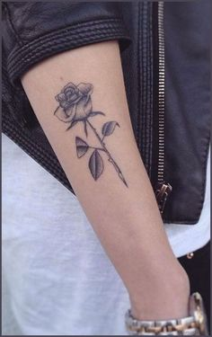 Black & white realistic rose outer forearm tattoo ideas for women - rose ideas de tatuaje Unique Forearm Tattoos, Outer Forearm Tattoo, Unique Tattoos, Inner Forearm, Rose Tattoos For Women, Small Tattoos For Guys, Tattoo Designs For Women, Tattoo Women, Tattoos Arm Mann