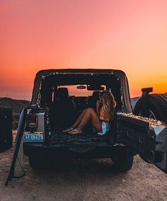 Beautiful summer sunset on the beach. Watching the sunset from the back of a Jeep. Summer Goals, Summer Fun, Summer Sunset, Cute Photos, Cute Pictures, Foto Casual, Jolie Photo, Cute Cars, Summer Aesthetic