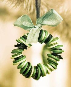 Button Wreath, so simple! I can't wait for christmas crafts! button crafts Decorate your tree with handmade ornaments Noel Christmas, Diy Christmas Ornaments, Christmas Wreaths, Homemade Ornaments, Christmas Buttons, Button Ornaments Diy, Crafts With Buttons, Christmas Button Crafts, Ornaments Ideas