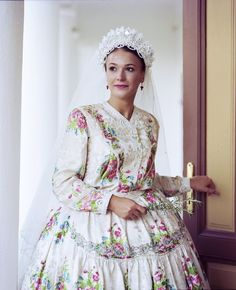 Nostalgia, Victorian, Dresses With Sleeves, Costumes, Traditional, Times, Embroidery, Long Sleeve, Jewelry