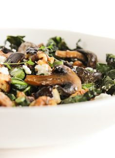 A delicious warm eggplant, mushroom and kale salad with tangy goat cheese, walnuts and balsamic vinaigrette. It's the perfect side dish for cold weather! (#glutenfree, #vegetarian) | #kalesalad #fall #sidedish | via livelytable.com