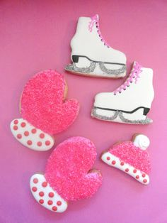 Pink Little Cake: Sparkly Winter Ice Skate, Mittens and Cap Cookies Tutorial Repinned By:#TheCookieCutterCompany
