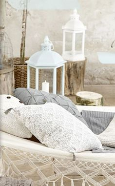 Perfect #beach #house decor. Love this combination of off-white, aqua blue, sand beige and rustic wood. Gorgeous!