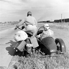 Looks like the panhandle out Amarillo way Racing Motorcycles, Vintage Motorcycles, Indian Motorcycles, Old Bikes, Vintage Travel, Old Photos, Motorbikes, Harley Davidson, Antique Cars