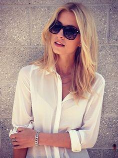 Lena Gercke trägt einen mittellangen Haarschnitt mit ganz leichten Stufen. So fallen die Haare schöner und hängen nicht schlaff herunter. Auch im Sommer