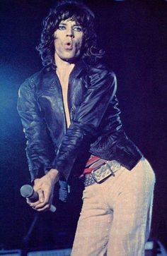 Mick Jagger move like this Mick Jagger Rolling Stones, Los Rolling Stones, Moves Like Jagger, Stone World, Heavy Rock, Strange Photos, Keith Richards, Glam Rock, The Beatles