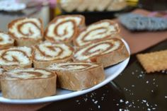 Prajitura cu nuci si vanilie | MiremircMiremirc Sweets Recipes, Cake Recipes, Desserts, Romanian Food, Romanian Recipes, Food Cakes, Nutella, Biscuit, French Toast