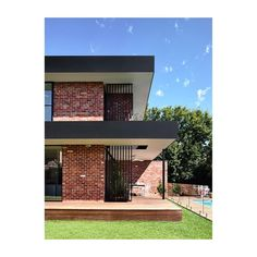 California – design home with recycled brick in the exterior and stylish bright interior Modern Brick House, Brick House Designs, Brick Design, Modern House Design, Exterior Design, Brick Cladding, Brick Facade, Facade House, Exterior Cladding