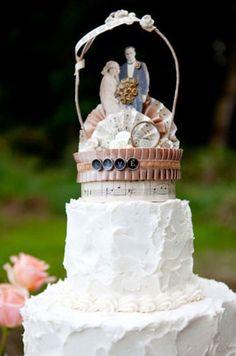 I love this cake topper. #Vintage #Wedding #Ideas