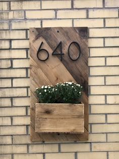 Door Numbers, House Numbers, Door Number Sign, Pallet Wood, Wood Pallets, Diy Wood Planters, Plaque Design, Living Room Setup, House Address Sign