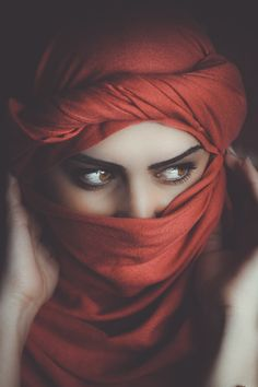 20 Common Beauty Mistakes You Didnt Know You Were Making Most Beautiful Eyes, Beautiful Girl Indian, Beautiful Girl Image, Beautiful Hijab, Stylish Girls Photos, Stylish Girl Pic, Stylish Dp, Muslim Beauty, Photography Poses Women