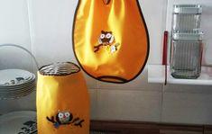 Kit para cozinha: amarelo e marrom listrado no Elo7 | Crochê Carioca (AE1D66) Hot Pot, Kitchen Yellow, Kitchen Gadgets, Hot Pads, Kitchen Kit, Owl Bird, Stripes, Sacks