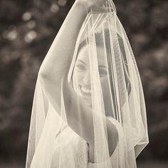 Descubrimos contigo un nuevo día! Feliz miércoles! Fotografía de @ferdiezvarela  #noviascarmensotothebride #vestidoscarmensotothebride #veloscarmensotothebride #vestidosdenovia #noviasaltacostura #noviasconestilo #bodas #vestidosamedida