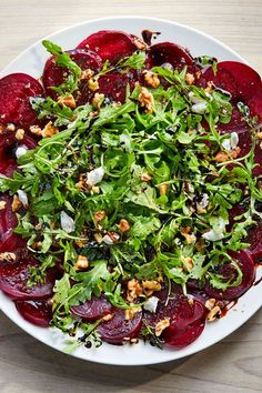 This beet salad recipe incorporates beets, balsamic vinegar, arugula, olive oil, goat cheese and walnuts to create the ultimate fall recipe. Whether you're eating this beet recipe as a snack, side dish, appetizer, light lunch or quick and easy weeknight dinner, it's a great choice for a fall recipe.#beetrecipes #fallrecipes #beetsalad #saladrecipes #healthyrecipes Beet Goat Cheese Salad, Roasted Beet Salad, Get Thin, Vegetarian Recipes, Healthy Recipes, Winter Salad, Healthy Salads, Kale Salads, Acid Reflux Recipes