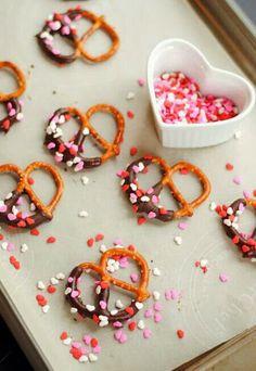 Valentine's Day Pretzel recipe! http://beautybykrysti.blogspot.com/2014/02/sunday-recipe-chocolate-sprinkle-prezels.html