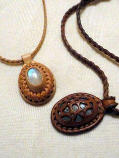 LEATHER-TUNA-pendant.jpg:
