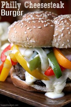 Philly Cheesesteak Burger - easy beef burger recipes topped with a quick cheese sauce and lots of onions and bell peppers. Hamburgers, Cheeseburgers, Hamburger Recipes, Beef Recipes, Cooking Recipes, Stuffed Burger Recipes, Stuffed Burgers, Barbecue Recipes, Quick Recipes