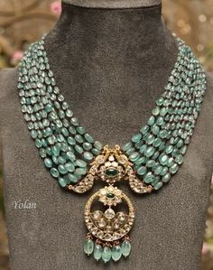 Pearl Necklace Designs, Jewelry Design Earrings, Gold Earrings Designs, Gold Jewellery Design, Emerald Jewelry, Antique Jewellery Designs, Gold Jewelry Simple, Fashion Jewelry, Amrapali Jewellery