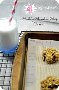 4 Ingredient Healthy Chocolate Chip Cookie 2    bananas ( large, very ripe, mashed ) 1    cup    oats 2    tablespoons    chocolate chips ( mini ) 1/4    teaspoon    salt In a small bowl, mix all ingredients until well blended. Use a tablespoon to drop dough onto parc hment-lined (or well -greased) baking sheet. Bake at 350 deg rees F for 15-20 min