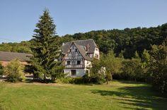 Die Alte Burg in Aull, am unteren Lahntal im Westerwald, ist ein dreigeschossiger Fachwerkbau der auf das 12. Jahrhundert zurückreicht