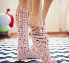 GiGi Socks Crochet pattern by Mon Petit Violon Crochet Socks Pattern, Crochet Boots, Crochet Baby Booties, Crochet Slippers, Knit Or Crochet, Crochet Crafts, Crochet Clothes, Crochet Projects, Crochet Patterns