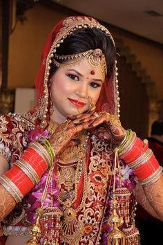 Indian Wedding Pictures, Indian Bridal Photos, Indian Bridal Fashion, Wedding Photos, Indian Bride Photography Poses, Bridal Photography, Photography Couples, Indian Bride And Groom, Bride And Groom Gifts