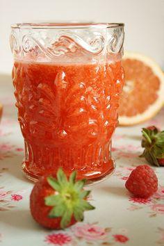 Cinco Quartos de Laranja: Sumo de toranja com morangos e framboesas