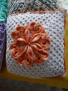 Almofada em crochê - Grupo Lagoart | Flickr - Photo Sharing!