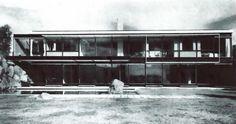 unavidamoderna: Vista de la fachada del jardín, Casa en Lomas,...