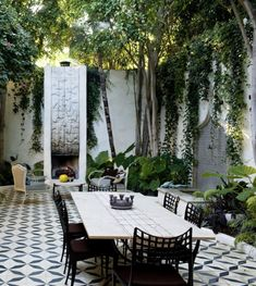 decks-patios-outdoor-gardens-outdoor-dining-outdoor-furniture-plants-tiles All Gardenista garden design and outdoors inspiration stories in one place—from garden tours and expert advice to product roundups. Outdoor Rooms, Outdoor Dining, Outdoor Gardens, Outdoor Decor, Dining Area, Indoor Outdoor, Hanging Gardens, Indoor Garden, Dining Table