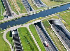 Water bridges are bridge-like structures that carry navigable waterway canals over other rivers, valleys, railways or roads. Small ships and boats ply on these waterways. Bridge Structure, Concrete Structure, Urban Planning, Luxembourg, Belle Photo, Underwater, The Good Place, Cool Pictures, Funny Pictures