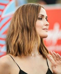 Shoulder Length Hairstyles The Trend Setting Hairstyles for All Ages of Women Chic Hairstyles, Great Hairstyles, Different Hairstyles, Elegant Hairstyles, Different Hair Cut, Light Curls, Medium Layered Hair, Mid Length Hair, Shoulder Length Hair