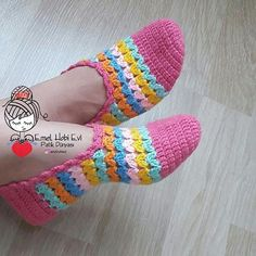 Crochet pattern espadrilles, s This Pin was discovered by Nur Crochet Slipper Pattern, Knitted Slippers, Crochet Slippers, Crochet Motif, Crochet Flowers, Crochet Stitches, Knit Crochet, Crochet Patterns, Diy Crafts Crochet