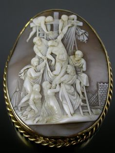 RARE ANTIQUE CARVED SHELL CAMEO THE CRUCIFIXION of CHRIST 9ct GOLD MOUNT C.1860