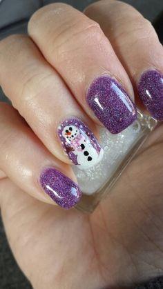 Gemalter Schneemann auf lila glitter