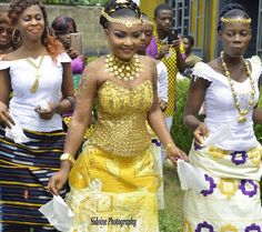 Tenue traditionnelle ivoirienne Le styliste de cette tenue