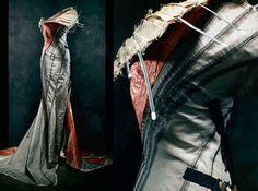 Imagem de https://fashionview.files.wordpress.com/2011/10/3-vestidos-icnicos-seculo-20.jpg.