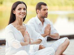 Sie sind auf der Suche nach einer neuen gemeinsamen Tätigkeit für sich und Ihren Partner oder Ihre Freunde? Wir empfehlen Ihnen Partneryoga. So machen Sie etwas gemeinsam, entspannen zusammen und Ihre Verbindung wird vertieft.